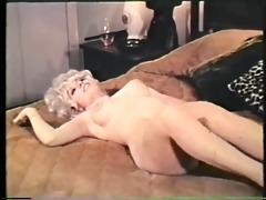 slit washing herself