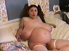 chick moons 1 months pregnant &; bustin 8