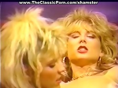 nasty lesbos eating pussy juices